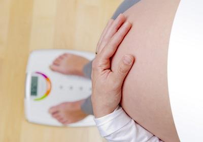 Повишаването на телесното тегло по време на бременност провокира дискомфорт и болки в ставите на жената