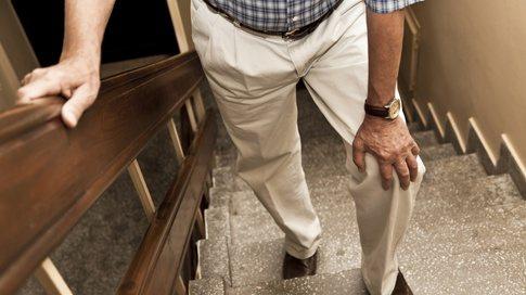Хипотиреозата може да създаде различни мускулни и свързани с тях ставни симптоми, като трудно изкачване по стълбите и повдигане на ръцете над главата.
