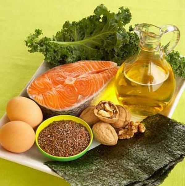 Природните източници на омега-3 като зехтин, орехи, морска риба, свежи зеленчуци поддържат ставното здраве