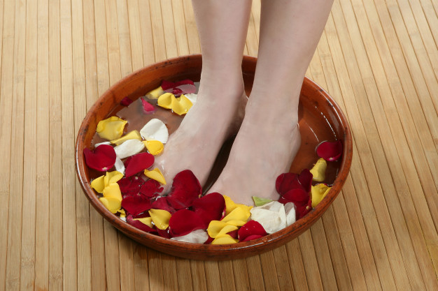 Срещу подагра помагат лечебните вани от народната медицина - лесни и ефективни рецепти.