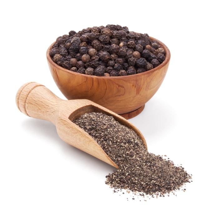 Curcumin C3 Complex капсули от Doctor's Best съдържа пиперин Биоперин, който подобрява усвояването на активните вещества в хранителната добавка и помага за по-добро здраве на ставите.